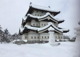 青森県弘前市|雪の弘前城と全国一の弘前産りんご by便利屋ハッピー